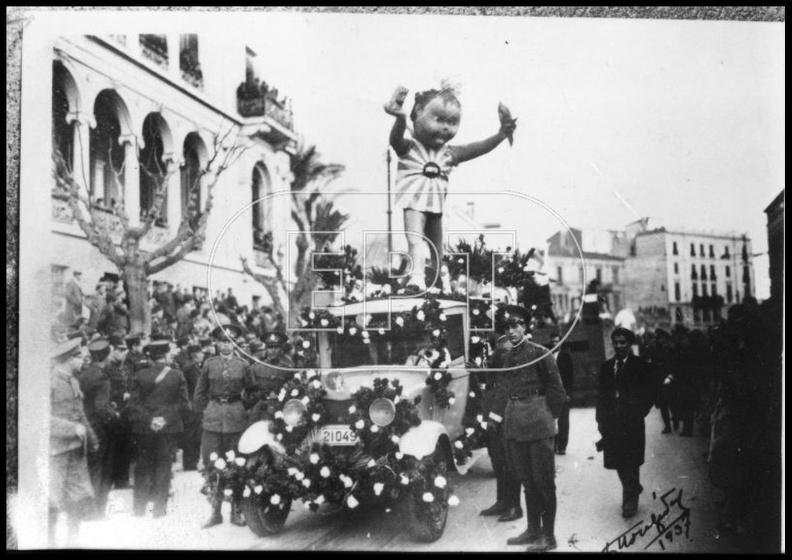 3. Παρέλαση αρμάτων και στολισμένων φορτηγών, 1937 (φωτό Πέτρος Πουλίδης).jpg