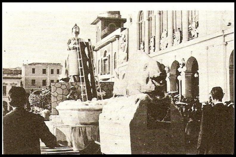 7. Καρναβάλι 1961 (ατυρικό άρμα).jpg